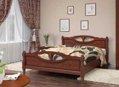 кровать массив на резных ногах