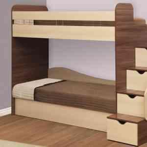 двухярусная кровать с матрацами и лестницей с ящиками